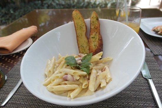 Kuramathi: Carbonara for lunch