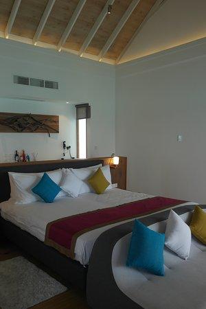 Kuramathi: Bedroom in deluxe water villas