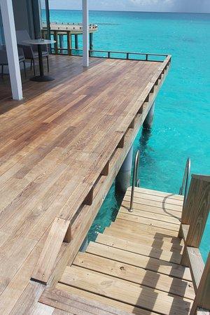 Kuramathi: Steps down to the water