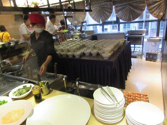 Ganzhou, Cina: 煎蛋及湯粉, 只有一個員工