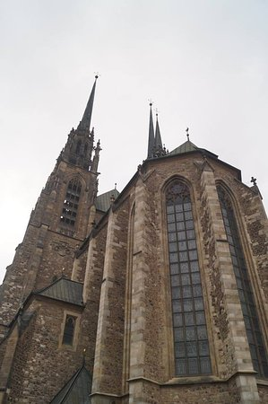 Brno, Tjeckien: Looking up at the spire