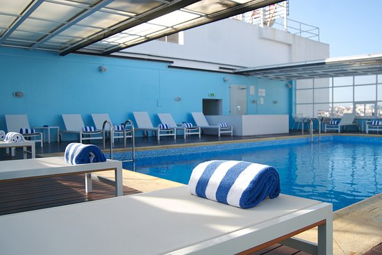 Swimming pool on roof top picture of mercure lisboa - Hotels in lisbon portugal with swimming pool ...