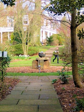 Brimington, UK: Lovely grounds to walk around