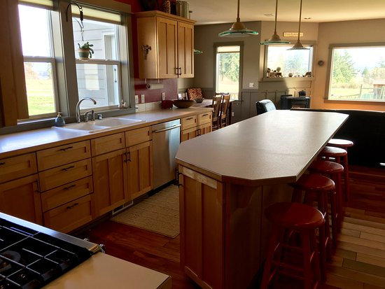 Lummi Island, WA: The large demonstration kitchen is perfect for cooking classes, wine tastings, more!