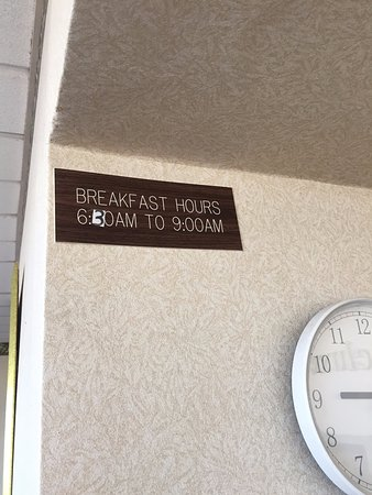 Lumberton, NC: No Breakfast even though advertised online and at hotel