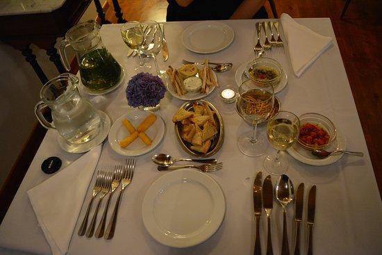 Sehr schön gedeckter Tisch... - Bild von Quinta dos Sabores, Rabo de ...