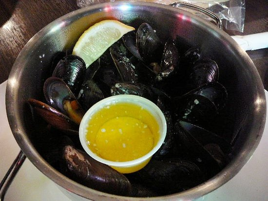 Olde Dublin Pub: Our mussels 30 for $11.99 Canadian