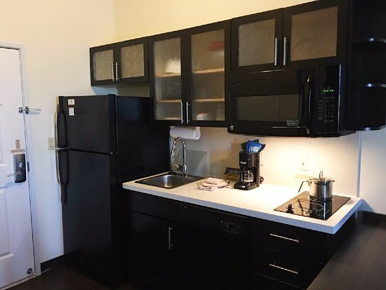 Candlewood Suites : Full Kitchen