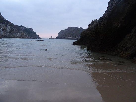 La Franca, Spain: Playa marea baja