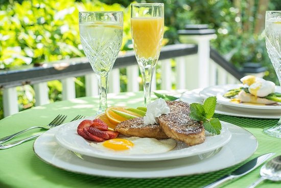 The White Doe Inn Bed & Breakfast: Chef Carol's Signature French Toast
