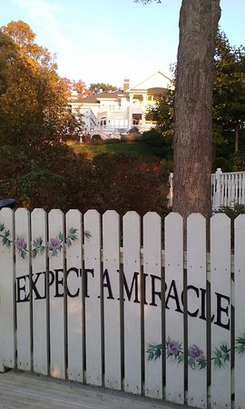 Lake Geneva, WI: Inspirational sayings are painted all along the white rail fence -- wonderful!!!