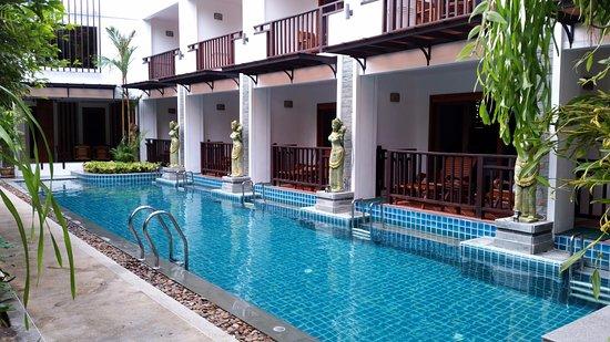 Thai Palace Resort: Zimmer mit direktem Poolzugang