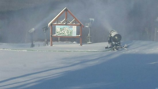 Ski Big Bear: Snowmaking is available on 100% of the mountain.