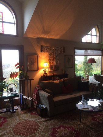 Junction City, OR: Beautifully decorated and peaceful living area