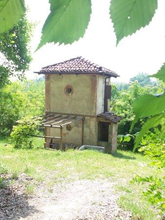 Ecomuseo delle Rocche del Roero : Ciabot sul sentiero dell'apicoltura
