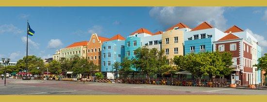 E M City Hotel Photo