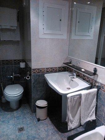 Hotel lisboa badajoz 43 fotos compara o de pre os e - Cuarto de bano completo ...