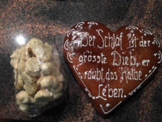 Zurzach, Switzerland: Leckere Chräbeli zum Kaffi