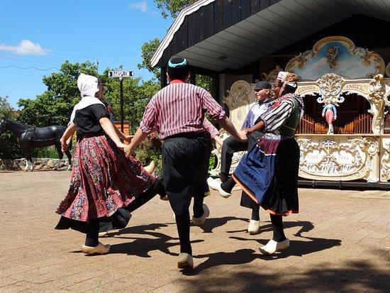Nelis' Dutch Village: Dutch dancers were very good!