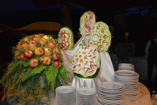 Tocco da Casauria, Italien: sculture di frutta