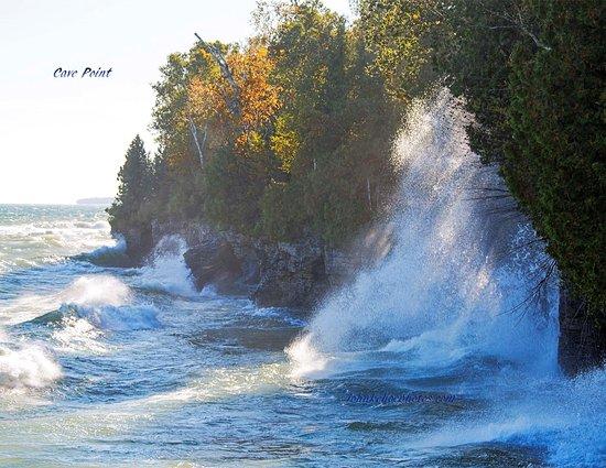 Sturgeon Bay, WI : Waves on a windy day.