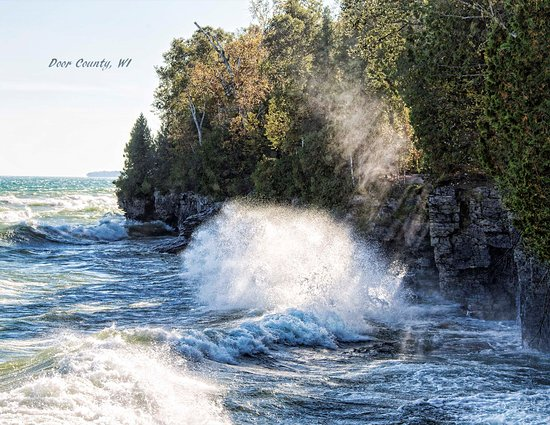 Sturgeon Bay, WI : The rocky cliff south of park