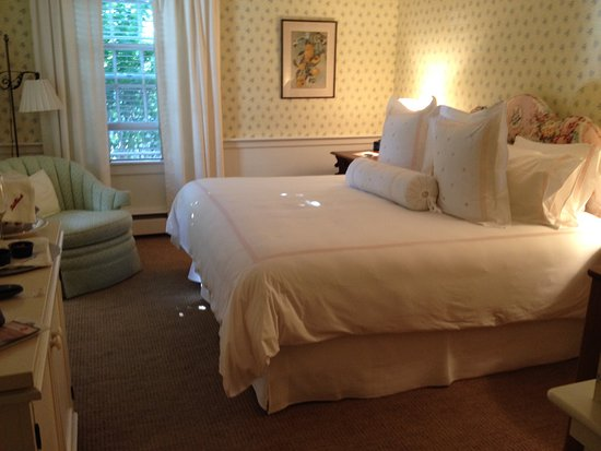 The Hob Knob: king size bedroom on first floor