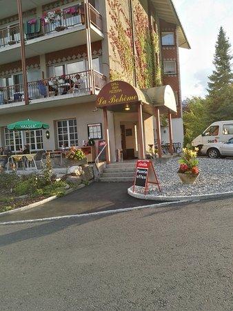 Boenigen, Швейцария: de hoofdingang van het restaurant