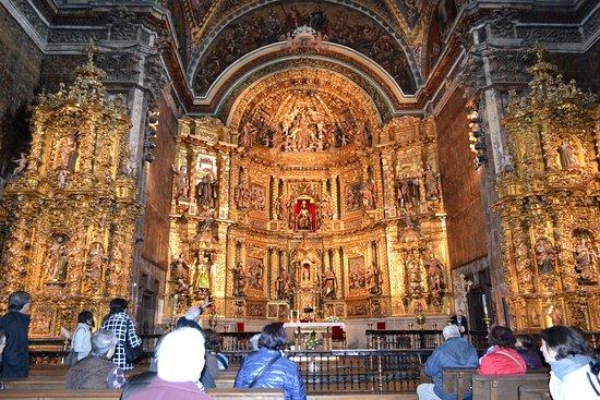 Los Arcos, Spain: Vista de conjunto del retablo central y capillas laterales