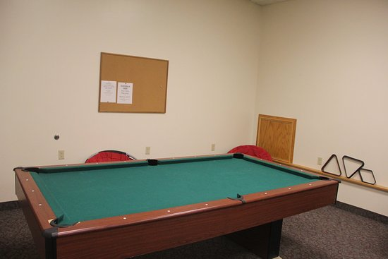 Shelby, Монтана: Pool table in the teen room