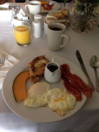 Carriage House Inn: Breakfast was excellent
