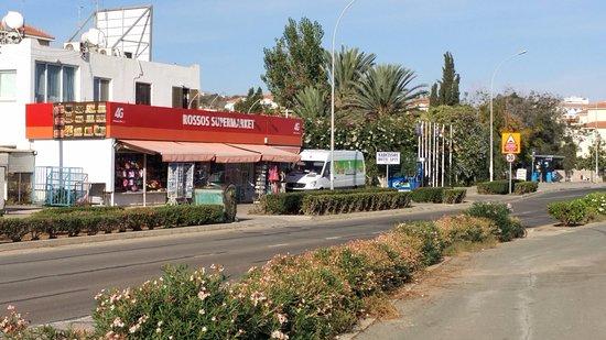 Narcissos ApartHotel: strada principale