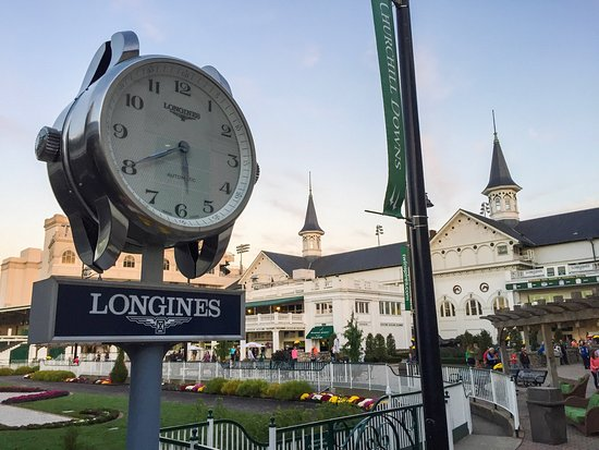 Churchill Downs: While the food and drinks are okay and priced reasonably, the atmosphere and races themselves ar