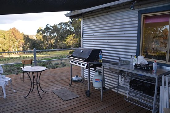Nannup, Australia: Campers Kitchen with BBQ and sink