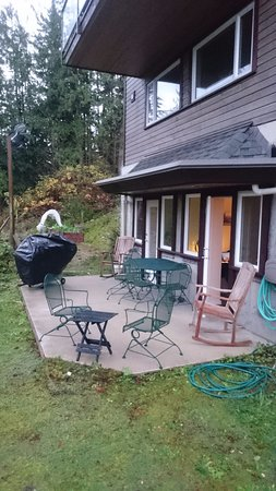Egmont, Kanada: shared patio between the two rooms