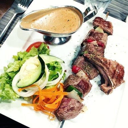 Anderlecht, เบลเยียม: Brochette de boeuf géante + sauce poivre