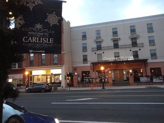 Carlisle, Pensilvania: looking at the hotel from across Hanover Street