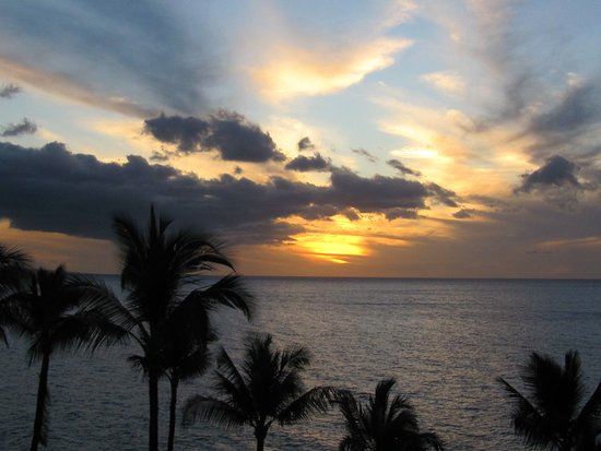 Mana Kai Maui: Spectacular view of the sunset from the condo.