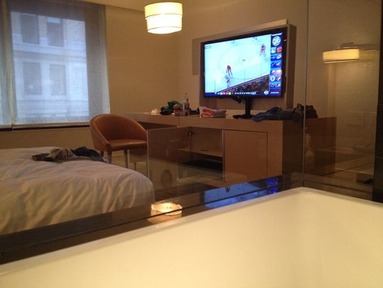Andaz Wall Street: Looking through bathtub window into bedroom area