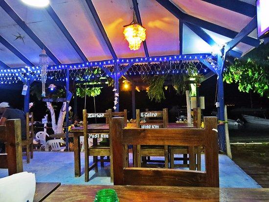 Barco Bar: El ambiente, la música y la iluminación te obligan a quedarte hasta el cierre!