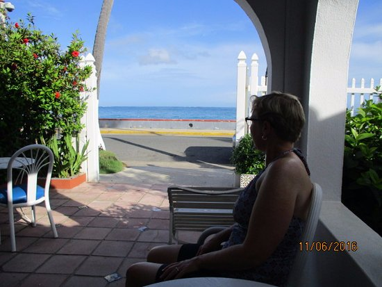 Tres Palmas Inn: The ocean view from the breakfast area.