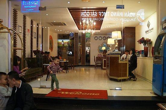 Essence Hanoi Hotel & Spa: The front door