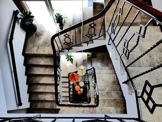 Essence Hanoi Hotel & Spa: The gorgeous stair well