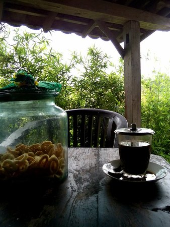 """coffe and traditional snack , it called """"SLONDHOK"""""""