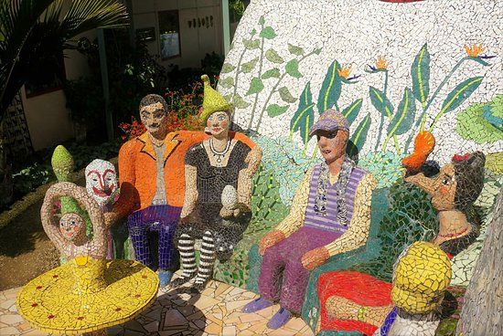 The Giants House: Sit on their knees and take a photo!