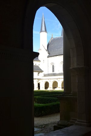 Fontevraud-l'Abbaye, França: Clocheton vue du cloître