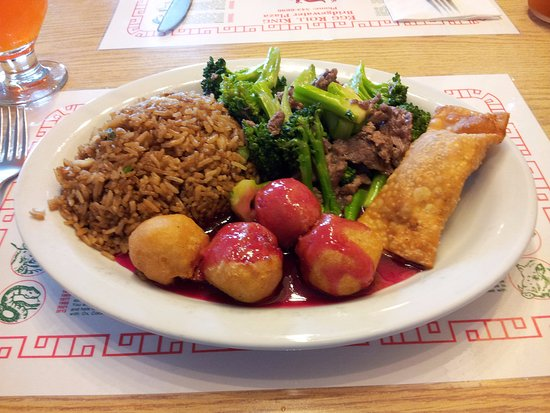 Bridgewater, Canadá: Combo #10 - Chicken Balls, Fried Rice, Meat Egg Roll, Beef and Brocolli