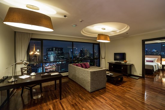 Bandara Suites Silom, Bangkok: Executive Suite - living room
