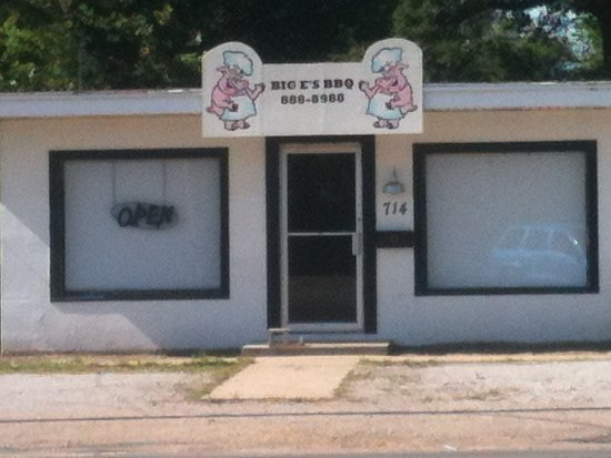 Kennett, MO: Front of BIG E'S BBQ