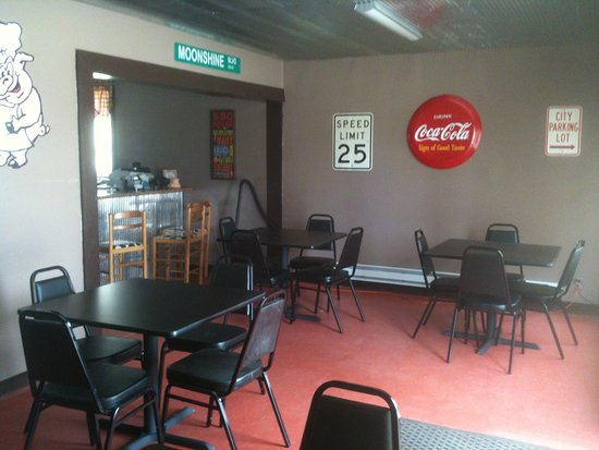 Kennett, MO: Inside BIG E's BBQ
